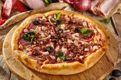 Läcker ny pizza Fotografering för Bildbyråer