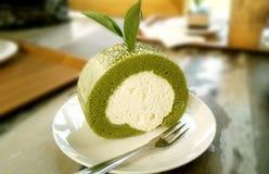 Läcker söt rullkaka för grönt te Fotografering för Bildbyråer
