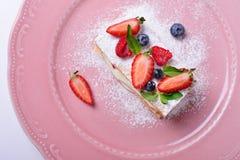 Läcker skiva av kakan, italienare Napoleon Milfey Royaltyfri Bild