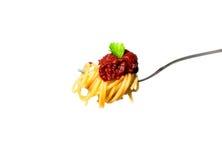 Läcker spagetti på gaffel Närbild vitt Arkivbilder