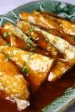 läcker stekt fiskmat för porslin Royaltyfria Bilder