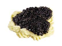 Läcker svart kaviar som isoleras på vit arkivfoto