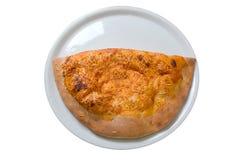 läcker varm isolerad pizza för calzone Royaltyfria Bilder