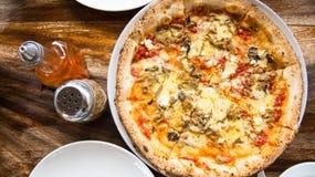 Läcker vegetarisk pizza Arkivbild