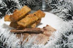 Läckert BBQ-kött med rostat bröd, LYCKLIGT NYTT ÅR Arkivfoton