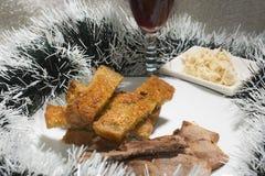 Läckert BBQ-kött med rostat bröd, LYCKLIGT NYTT ÅR Royaltyfri Bild