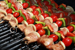 Läckert! En färgrik rad av kebaber Arkivfoto