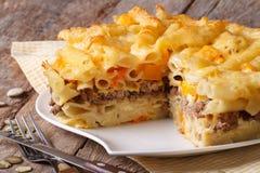 Läckra aptitretare: pasta som bakas med kött och pumpa arkivbilder