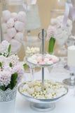 Läckra bröllopsötsaker Arkivbild