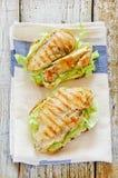 Läckra fega smörgåsar med brödsmörcaben Royaltyfri Fotografi