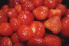 läckra jordgubbar Arkivbilder