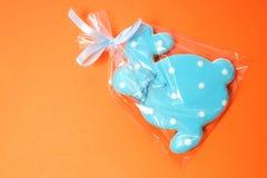 Läckra kakor på en orange bakgrund kanin easter Royaltyfria Bilder