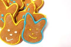 Läckra kakor på en vit bakgrund kanin easter Fotografering för Bildbyråer