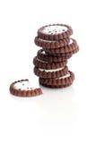 Läckra kakor på tabellen Royaltyfri Foto