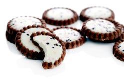 Läckra kakor på tabellen Royaltyfria Foton