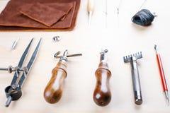 Läder som tillverkar hjälpmedelstilleben Fotografering för Bildbyråer