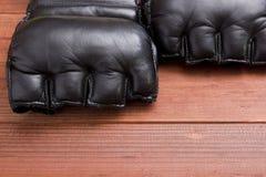 Läderhandskar för att slåss utan regler Arkivfoton
