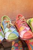 Lädermoroccanen skor till salu Royaltyfri Bild