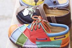 Lädermoroccanen skor till salu Royaltyfria Bilder