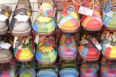 Lädermoroccanen skor till salu Arkivbilder