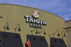 Läge för Panera bröddetaljhandel Panera är en kedja av Fast tillfälliga restauranger som erbjuder fria WiFi II royaltyfri bild