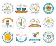Lägenhet för uppsättning för klistermärkear för emblem för sommarsemester Royaltyfri Fotografi