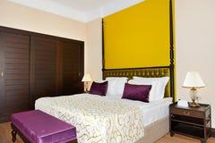 Lägenhet i det lyxiga hotellet Royaltyfri Foto