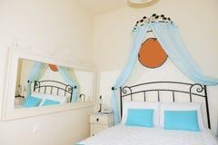 Lägenhet i det lyxiga hotellet, Santorini ö Arkivbilder