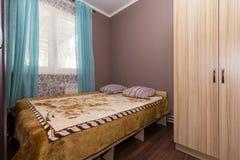 Lägenhet i ett billigt hotell Arkivbilder