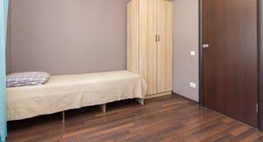Lägenhet i ett billigt hotell Royaltyfria Bilder