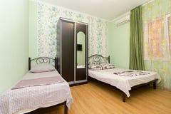 Lägenhet i ett billigt hotell fotografering för bildbyråer
