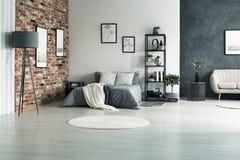 Lägenhet med gråa väggar Arkivfoton