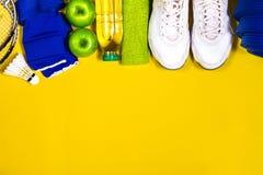 Lägenhet som är lekmanna- av sport och sunt livbegrepp med badminton, sport Royaltyfria Foton