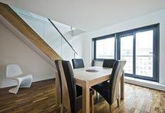 lägenhetduplex fotografering för bildbyråer