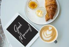 Lägenheten lägger av den nya franska frukosten fotografering för bildbyråer