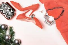 Lägenheten lägger till det nya året, och trädet för gran för kopplingen för smycken för tillbehör för skor för sammansättning för royaltyfria foton
