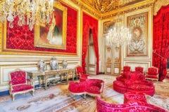 Lägenheter av Napoleon III Louvremuseet är det största museet Royaltyfri Bild