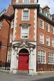 Lägenheter för röd tegelsten i centrala London Royaltyfri Bild