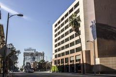 Lägenheter och parkeringsgarage Arkivbild