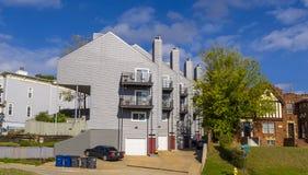 Lägenheter på den Riverview grannskapen i Tulsa - TULSA - OKLAHOMA - OKTOBER 17, 2017 Fotografering för Bildbyråer