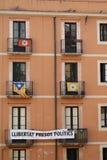 Lägenhetfönster i Tarragona under de medelhavs- lekarna i Juni 2018 royaltyfria bilder