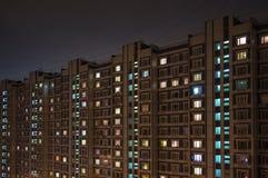 Lägenhethus i det sova området Fotografering för Bildbyråer