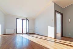 Lägenhetinre med trägolvet Arkivfoto