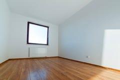 Lägenhetinre med trägolvet Arkivbild