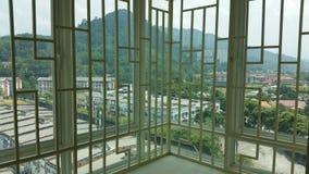 Lägenhetsikt till och med ett galler Arkivbilder