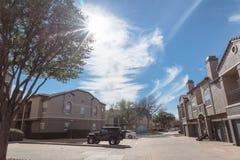 Lägenhetskomplexbyggnad i förorts- område på Irving, Texas, USA Royaltyfria Foton
