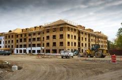 lägenhetskomplexkonstruktion under Royaltyfri Bild