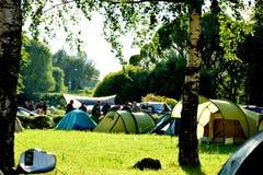 Läger av cyklister i Suzdal royaltyfri bild