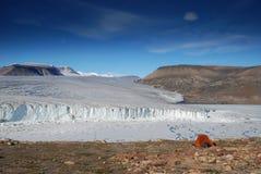 Läger ovanför Ekblaw sjön arkivfoto