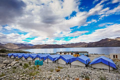 Läger på Pangong sjön Royaltyfria Foton